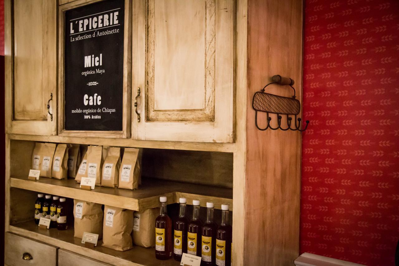 CAFE ANTOINETTE 8